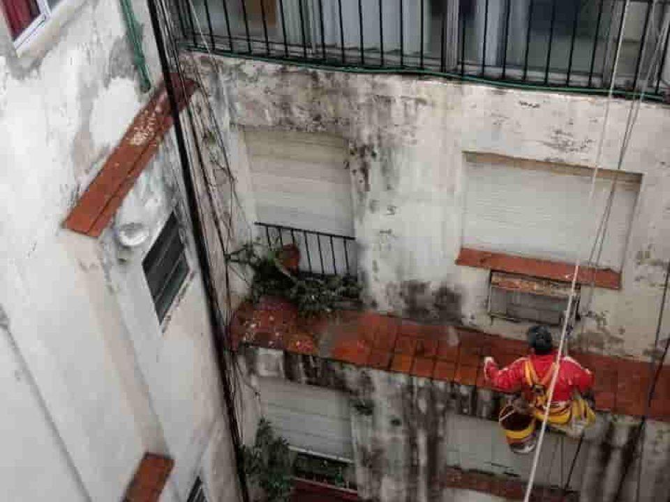 Hidrolavado de edificios de consorcio con silleta trabajos en altura